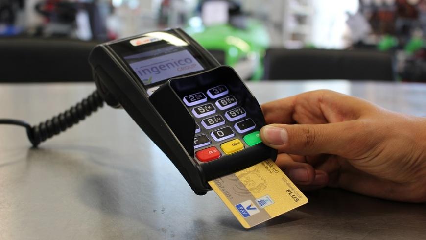 Kartenzahlung vor Bargeld