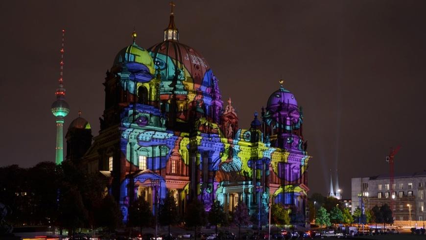 Berliner Dom leuchtet