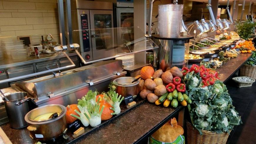 Küchenbereich einer Gemeinschaftskantine