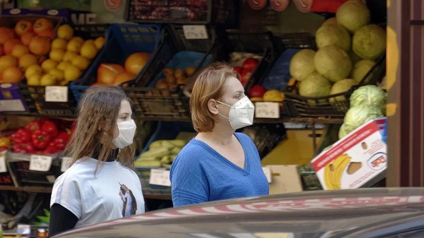 Mund-Nase-Masken gehören nun auf lange Zeit zum Straßenbild in Berlin
