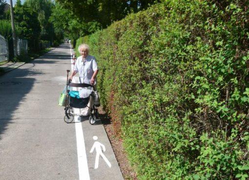Neufahrwasserweg: Fußweg schmaler als ein Rollator